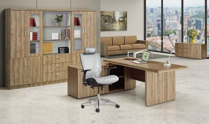 Bàn làm việc được làm bằng chất liệu gỗ công nghiệp với các màu sắc khách nhau luôn được khách hàng lựa chọn