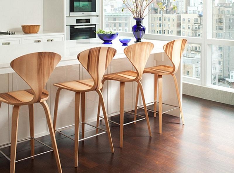Ghế quầy bar gỗ là sự lựa chọn tinh tế được ưu thích cho nhiều trong thiết kế nội thất đi kèm với chiếc bàn quầy bar