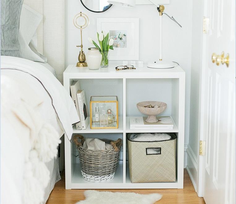 Nhũng mẫu kệ tương đối phù hợp với diện tích phòng ngủ thay cho chiếc  tủ đầu giường