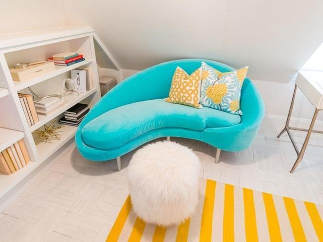 thiết kế phòng vừa đọc sách kết hợp chiếc sofa dài cách điệu với màu sắc trẻ trung