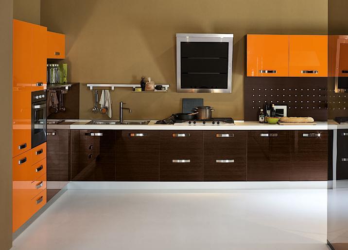 Mẫu tủ bếp phù Acrylic kết hợp gam màu cam