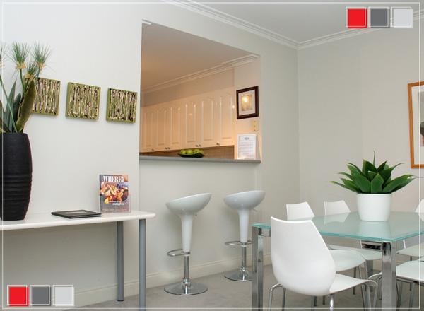 Phòng ăn này toàn bộ là gam màu trắng tinh khiết giúp không gian luôn gập tràn tươi mới