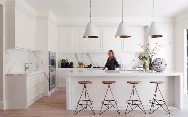 Tủ kệ bếp cao đụng trần là sự kết hợp hoàn hảo trong nhà bếp hiện đại