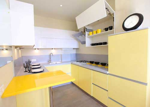 Tủ bếp vàng tạo cảm giác mới lạ và đẹp mắt giữa tiết trời mùa thu