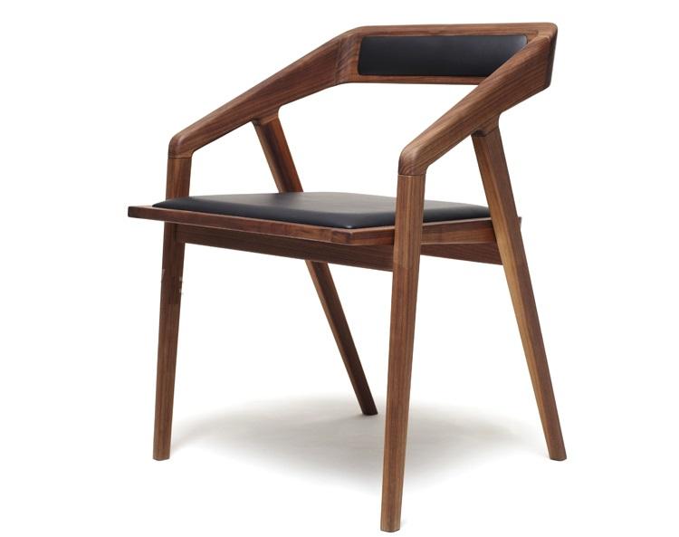 Ghế cafe 030 được thiết kế với tông màu gỗ óc chó