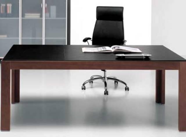Mẫu bàn làm việc đơn giản nhưng đầy cá tính