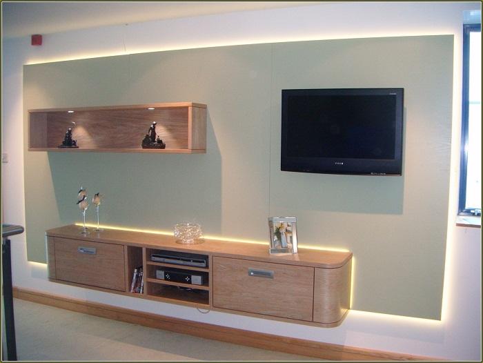 kệ tivi 045 được thiết kế trong phòng ngủ với tông màu gỗ ấm áp