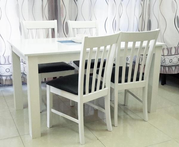 những bộ bàn ghế ăn màu trắng sẽ trở nên sạch sẽ và gọn gàng hơn