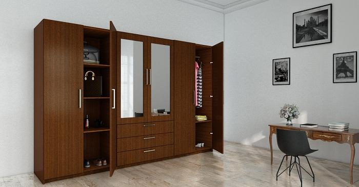 Tủ áo 169 kết hợp với kính trên bề mặt cánh cửa có thể vừa soi gương làm cho căn phòng rộng rãi hơn