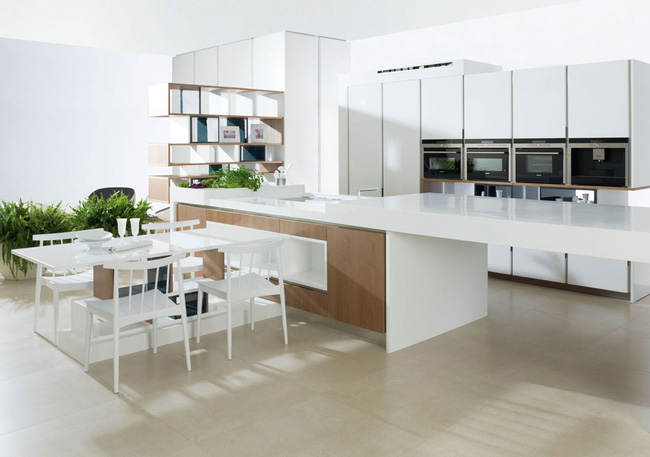 Bếp được đặt gần bàn ăn rất thuận tiện và sang trọng