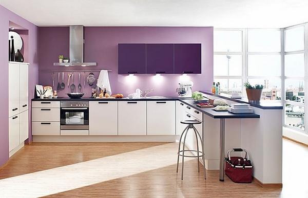 Tủ bếp màu trắng kết hợp màu tím hoa oải hương
